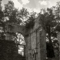Resti della chiesa di Casaglia al tramonto