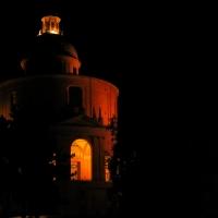 San Luca di notte, non perde di certo il suo fascino by Angelo nacchio