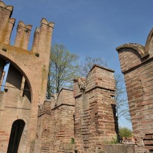 Castello di Bentivoglio - Rivellino d'ingresso foto di: |Massimo Brunelli| - Associazione Amici delle vie d'acqua e dei sotterranei di Bologna