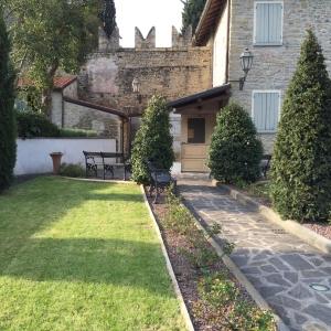 Castello di Cusercoli - Giardini Pensili foto di: |Sconosciuto| - Comune di Civitella di Romagna