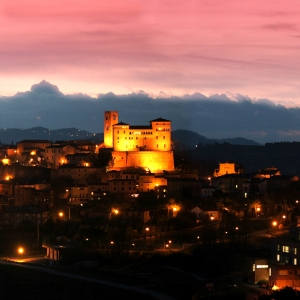 Castello Malatestiano di Longiano - Veduta notturna del castello Malatestiano di Longiano foto di: |Viterbo Fotocine Longiano| - Archivio Fondazione