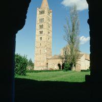 Abbazia di Pomposa. Il campanile visto dal Palazzo della Ragione foto di Samaritani