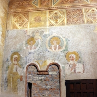 Pomposa, abbazia, interno, profeti e pontefici dell'XI secolo sotto gli affreschi trecenteschi 01 by  Sailko 