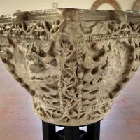 Capitello ravennate in amrmo di proconneso riutilizzato come acquasantiera, VI secolo by Sailko