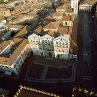 Cattedrale. veduta aerea photos de baraldi