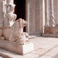 Cattedrale. particolare del protiro by baraldi
