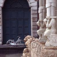 cattedrale, particolare del protiro by zappaterra