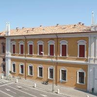 immagine da Palazzo del Monte di Pietà e paracarri