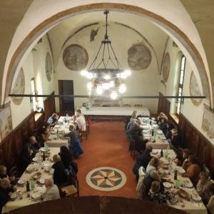 Pranzo del Pellegrino nel Refettorio dei monaci a Torrechiara by Assapora Appennino Torrechiara