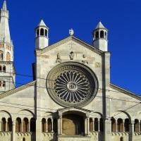 Panoramica del Duomo di Modena e Ghirlandina foto di Matteolel