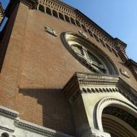 Tempio Monumentale a Modena visto dal basso