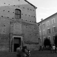 Passaggio davanti alla Chiesa di Santa Maria di Pomposa Modena