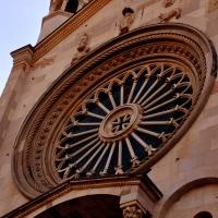 Rosone nella facciata del Duomo foto di Chiara Salazar Chiesa