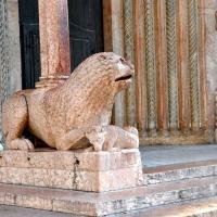 Uno dei leoni stilofori della Porta Regia Duomo di Modena photo by Chiara Salazar Chiesa