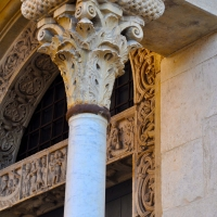 Capitello Duomo di Modena, e scorcio Porta dei Principi foto di Chiara Salazar Chiesa