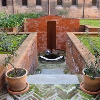 Veduta delle coltivazioni e della fontana