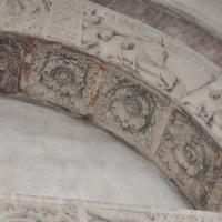 Duomo modena estero particolare porta posteriore con figura Galvano foto di Manesti
