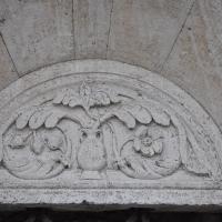 Duomo modena estero particolare porta foto di Manesti