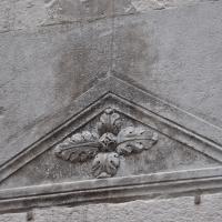 Duomo modena estero sopra porta secondaria foto di Manesti