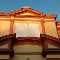 Particolare della meridiana sul fronte principale