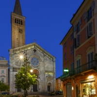 Piazza Duomo 11 by Mario Carminati