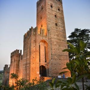 Rocca Viscontea - Rocca Viscontea, tramonto foto di: |Francesco Premoli| - Ufficio Turistico di Castell'Arquato