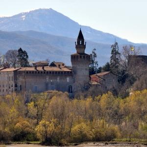 Castello di Rivalta - Veduta del  castello e del borgo foto di: |Giulia Pilotta| - Fondazione Zanardi Landi