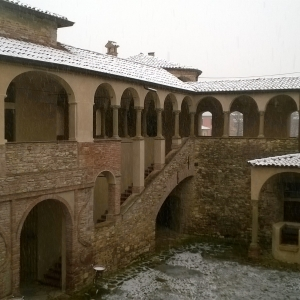 Castello e Rocca di Agazzano - Loggiato  e cortiledi inverno foto di: |Corrado Gonzaga| - Castello di Agazzano