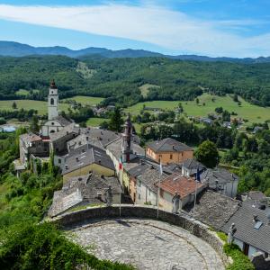 Castello di Compiano - Compiano visto dal Castello foto di: |Mariella Delnevo| - Autore Mariella Delnevo