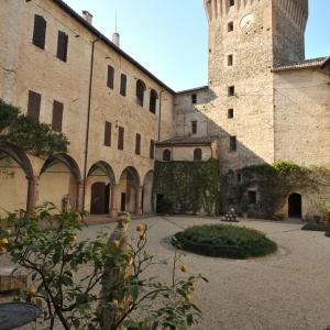 Castello di Montechiarugolo - La corte del castello foto di: |Luca Trascinelli| - Luca Trascinelli