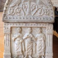 Sant'apollinare in classe, interno, sarcofagi ravennati del V secolo ca. 05 gesù tra gli apostoli 2 foto di Sailko