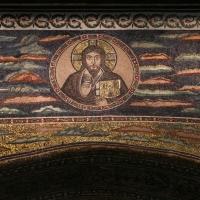 Sant'apollinare in classe, mosaici dell'arcone, cristo benedicente tra i simboli degli evangelisti (IX sec.) 04 photo by Sailko