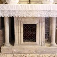 Sant'apollinare in classe, interno, altare di s. felicola con ciborio di s. eleucadio (810 ca.), altare del VII secolo by Sailko