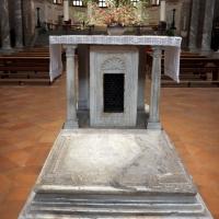 Sant'apollinare in classe, interno 03 altare dell'abate orso, ix secolo con cippo del vi photos de Sailko