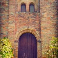 Veduta della porta e della Bifora dell'Antica Pieve