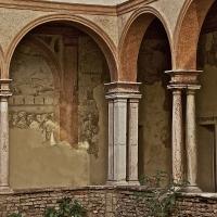 Affreschi nel porticato dei Chiostri di San Pietro - Caba2011