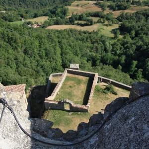 Castello di Carpineti - particolare ex cimitero san andrea foto di: |san| - Archivio fotografico del castello