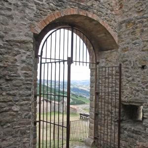 Castello di Carpineti - castello ingresso foto di: |sandro beretti| - sandro beretti
