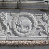 Tempio malatestiano, esterno, zoccolo, elefante malatesta 01 by Sailko