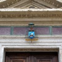 Tempio malatestiano, ri, facciata, portale, timpano foto di Sailko