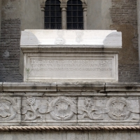 Tempio malatestiano, ri, fianco dx, tomba 02 di giusto de' conti by Sailko
