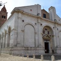 Vista frontale tempio malatestiano foto di Irene giovannini
