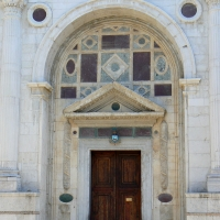 Ingresso tempio Malatestiano - Rimini by Paperoastro