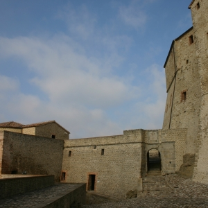 Fortezza di San Leo - Prima piazza d'armi della Fortezza di San Leo foto di: |Comune di San Leo| - Anna Rita Nanni