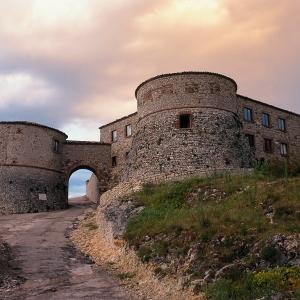Castello di Montebello - Rocca Malatestiana foto di: |Autore sconosciuto| - Archivio Provincia di Rimini